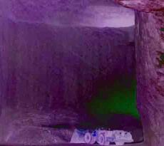 Die zum Teil mehrere hundert Meter mächtigen Ablagerungen wurden während der erdgeschichtlichen Entwicklung durch wasserundurchlässige Schichten abgedeckt und deshalb vor Wiederauflösung geschützt. Damit verfügen wir heute über ein Naturprodukt, das die Wärme der Sonne aus reinem Meerwasser zu einer Zeit geschaffen hat, als es noch keine Umweltverschmutzung gab. Das Bild zeigt den Salzabbau am Standort Bernburg.